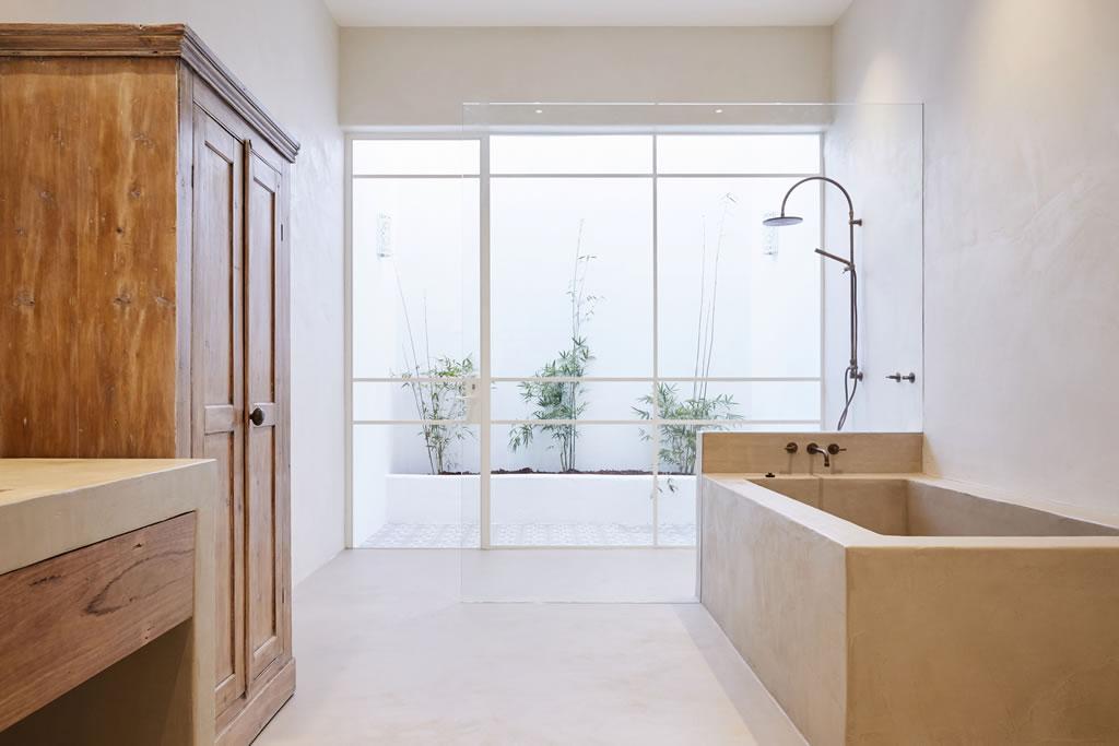 salle de bain design en matière bois et béton ciré | Scal\'in ...