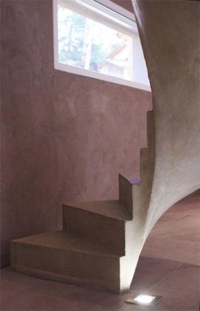 elégant escalier hélicoïdal sur mesure en béton ciré  à Aix en Provence  pour un constructeur