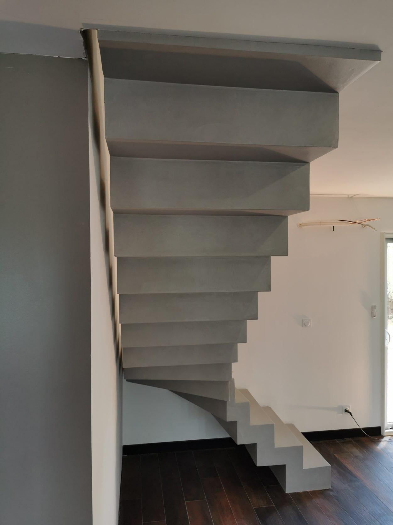 Mur Couleur Gris Beton sublime escalier crémaillère décollé du mur en béton ciré