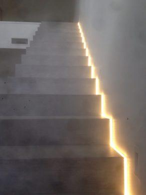 remarquable escalier crémaillère avec palier intermédiaire en béton ciré  a montpellier  pour un particulier