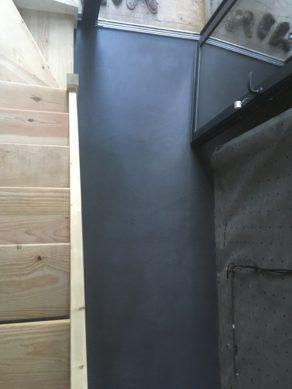 splendide sol moderne en béton ciré vernis mat couleur gris orbital Cap ferret  pour un architecte