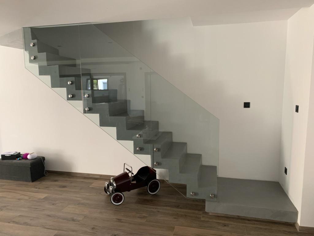 Mur Couleur Gris Beton audacieux escalier crémaillère décollé du mur en béton ciré