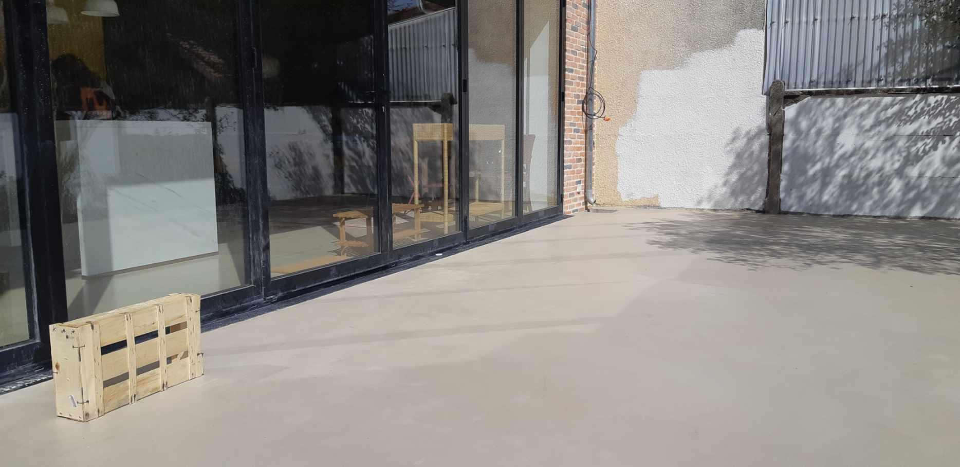 Pose Beton Ciré Exterieur sol extérieur en béton ciré vernis mat couleur corde | scal