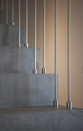 marches d'un escalier à paillasse en béton ciré vernis mat  a montpellier  pour un particulier