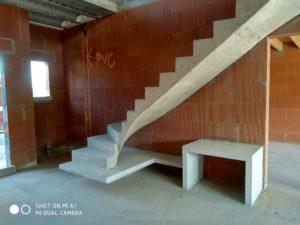 béton-ciré-pas-cher-sur-escalier-et-mobilier-en-béton