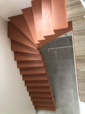 béton ciré dans une maison individuelle en construction à Royan