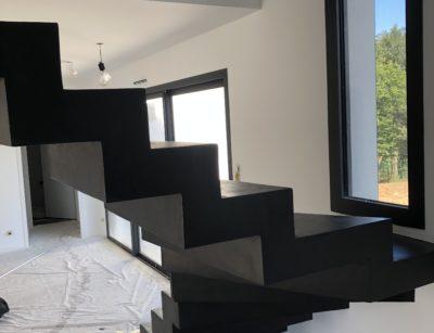 Application béton ciré sur un escalier