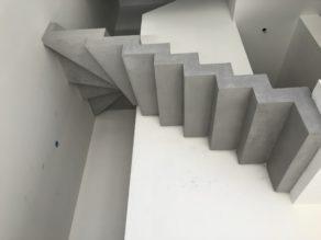 Béton ciré d'un escalier design dans un salon